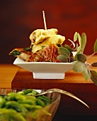 Kalbsschnitzel in Backteig sowie mit Schinken und Salbei