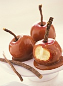 Apples with caramel sauce