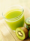 Kiwi fruit juice and fresh kiwi fruits