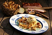 Chanterelles with bacon and bread dumplings