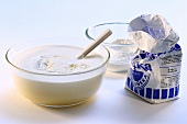 Mehl mit Milch verrühren