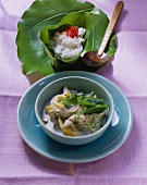 Chicken with coconut sauce, mangetouts and rice