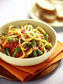 Asian noodles with green beans, tomatoes and sesame