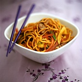 Egg noodles with pork and peppers
