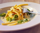 Macaroni with leek and gorgonzola sauce