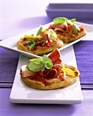 Mini-pizza with Parma ham and peppers