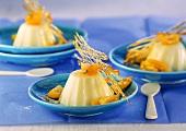 Panna cotta con griglia di caramello e kumquat (Cream dessert)