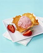Strawberry ice cream on almond wafer