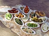 Mezzetafel (verschiedene Vorspeisen aus dem Orient)