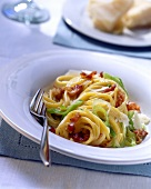 Spaghetti carbonara with leeks