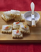 Ravioli dolci (filled biscuits with glace icing)