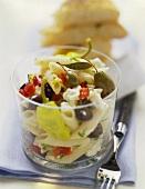 Insalata di pasta alla greca (Nudelsalat mit Schafskäse)