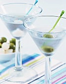 Two cocktails with gin & vermouth: Gibson & Martini Dry