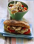 Sandwich mit Tintenfisch; Calamaretti mit Kichererbsensalat