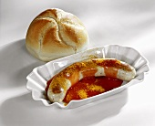 Curry sausage with ketchup and roll