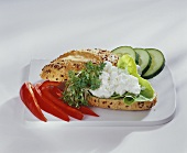 Wholemeal roll with quark and vegetables