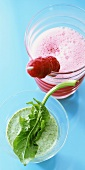 Melon and raspberry shake; spinach and yoghurt shake