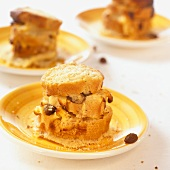 Log pyre (bread pudding) with raisins