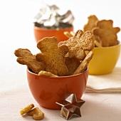 Spekulatius biscuits in coloured bowls