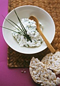Cottage cheese with herbs; rice wafers