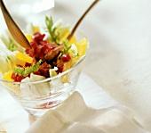 Rote-Bete-Orangen-Salat mit Fenchelblättern dekoriert