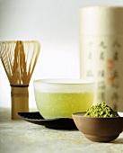 Matcha (japanischer grüner Tee) und Matchapulver