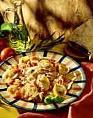 Tortellini al pomodoro (Tortellini with tomato sauce)