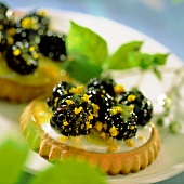 Blackberry tartlet with orange zest