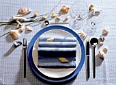 Festive table setting for one person (blue)