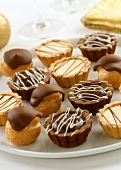 Light- and dark-coloured tartlets and eclairs