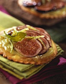 Fig tartlet with lime whip