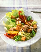Iceberg lettuce with peppers, tuna and croutons
