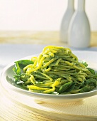 Linguine al pesto di spinaci (Linguine with spinach pesto)