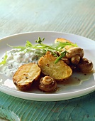 Baked potatoes and mushrooms with quark and rocket