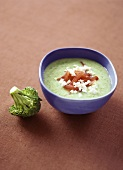 Broccoli soup with feta and tomato pieces