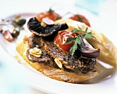 Sandwich with beef, tomato, onion and mushroom
