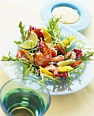 Curly endive with shrimps and mango wedges
