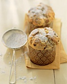Panettoncini con le mandorle (Small panettone with almonds)