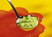 Erbsen-Pesto-Creme auf Saucenkelle