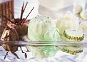 Chocolate-, pistachio- and cream puddings
