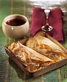 Crepes Soufflées mit Birne; Schokoladensauce