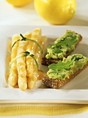 Marinated asparagus and rye bread with avocado puree