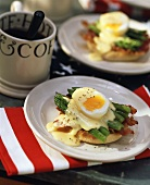 Eggs Benedict: egg, bacon and hollandaise on toast (USA)