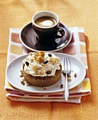 Small coffee cake with mascarpone cream; coffee