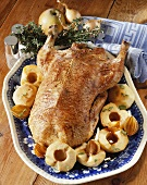 Roast goose with apples, onions and marjoram (Rhineland)