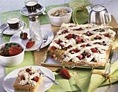 Beerenkuchen mit Haferflocken und Baisergitter