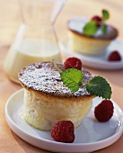 Quark soufflé with icing sugar, raspberries and mint