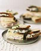 Sandwiches with different quark spreads