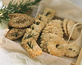Assorted crackers (with herbs, sesame, spices)