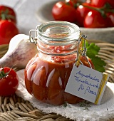 Spicy tomato puree for pizzas
